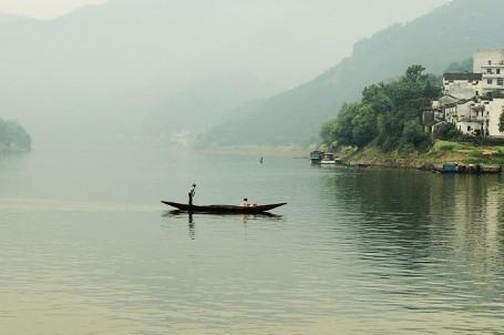 全长约百里,是黄山-徽州古城歙县-千岛湖黄山旅游线上的一颗璀璨明珠.