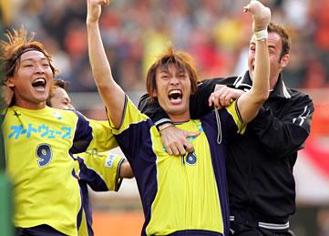 发表了参加第一届日本职业足球联盟的10支球会,分别为:鹿岛鹿角,千叶