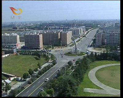 毗邻襄樊火车站和飞机场;316国道