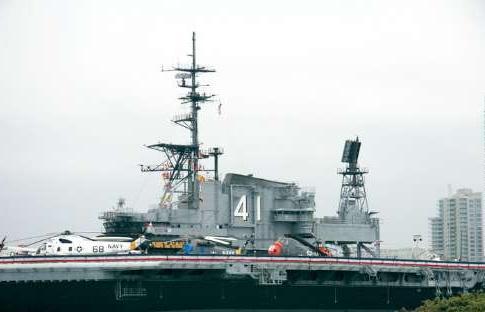 美国中途岛号航空母舰