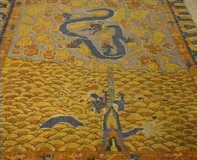 我们所提供的地毯,都是出自于西藏,尼泊尔等地区,采用羊毛手工编织而