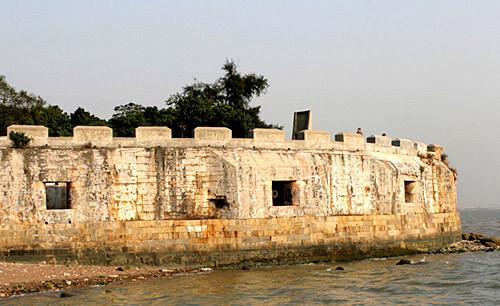 编辑本段地理位置   虎门威远炮台位于广东省虎门镇的威远岛,介于