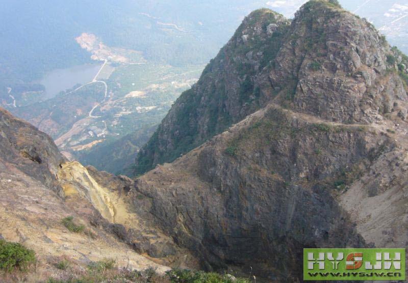 县莲花山旅游风景区筹建委员会,并筹集了部分建设基金,着手动工兴建军