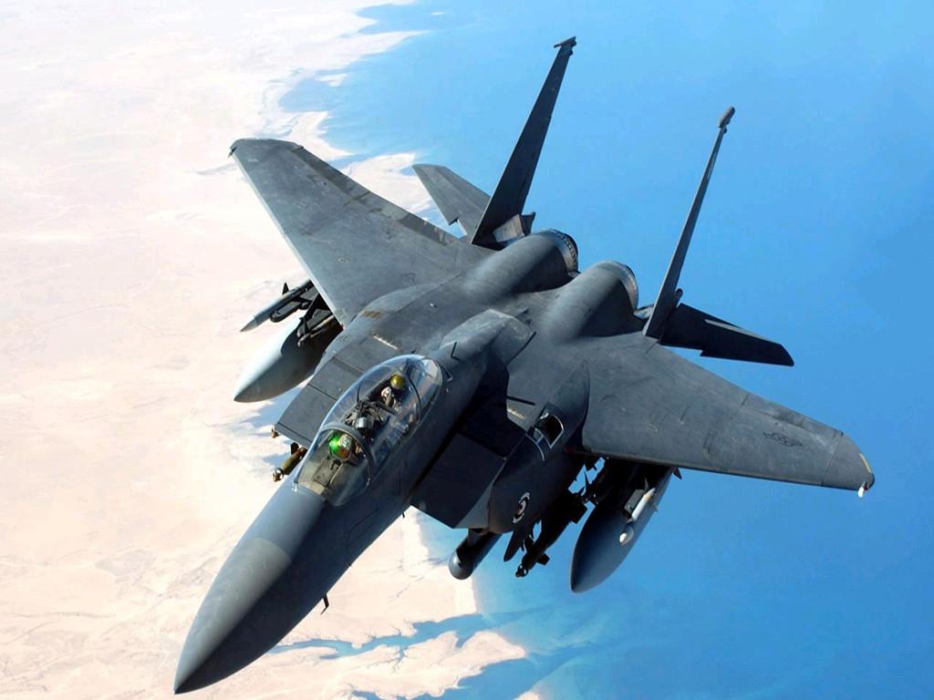 由于飞机飞行速度太快,所以炸弹飞行距离比发射的alm-9导弹还长.