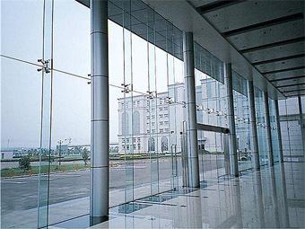 点支式玻璃幕墙是支承体系最为简单的一种幕墙