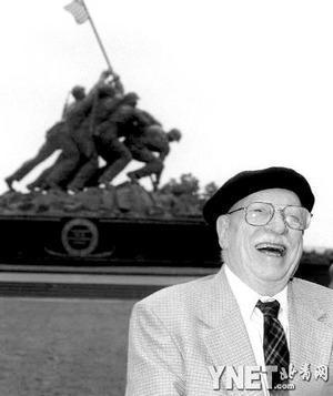 并以二战题材的黑白照片<硫磺岛上升起星条旗>获得了普利策奖.