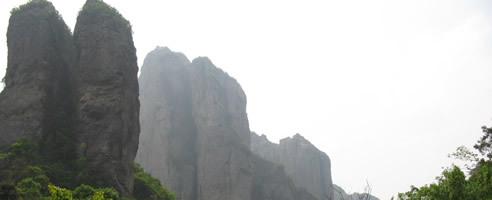"""山""""山中风光旖旎景色清幽峰峦岩洞秀拔奇伟有奇峰异景49处其中以""""花桥"""