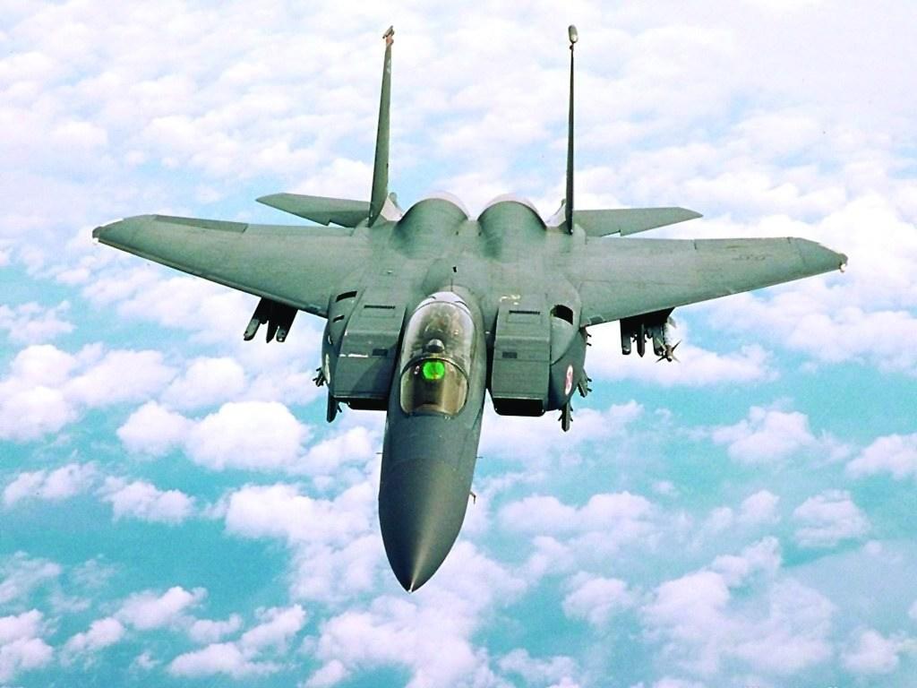 我们每架飞机携带有5颗mk84炸弹,每颗重907千克.