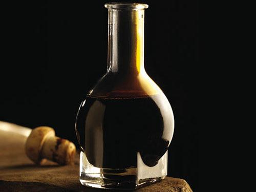 放在马桶里的醋瓶怎么做的