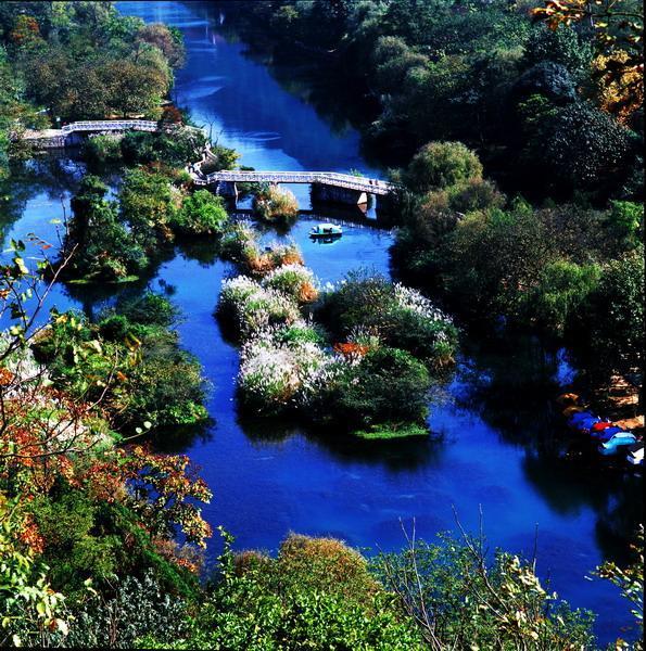 编辑本段地理位置   香纸沟位于贵阳市东北部的乌当区新堡布依族乡