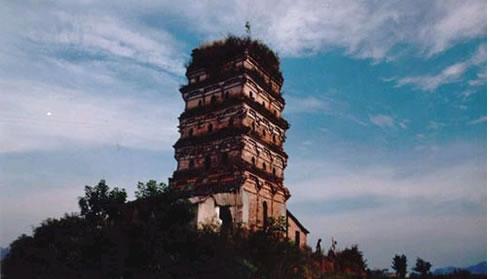 方塔雕塑斗拱筑工细腻,纹饰清晰,资阳县人民政府1982年5月29日公布为