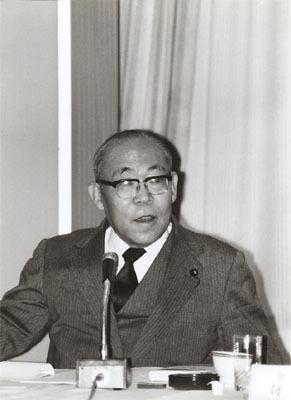 继续的铃木善幸内阁担任外长